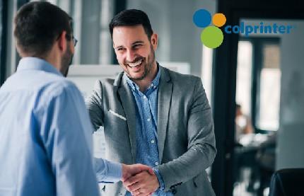 Los esferos personalizados pueden darle grandes ventajas a su marca en los eventos empresariales.