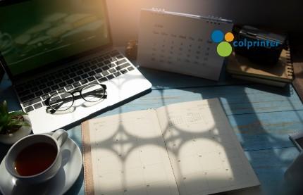 Colprinter le da la opción de elaborar sus calendarios corporativos con materiales sostenibles.